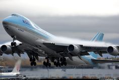 Korean Air Cargo Boeing 747-4B5F/ER/SCD aircraft picture