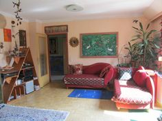 Wohnen - Schwarzes Brett ÖH Lounge, Couch, Furniture, Home Decor, Chair, Clipboard Wall, Boards, Homes, Airport Lounge