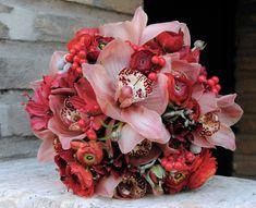 Ramo de novia con orquídeas rosa y ranunculus de Mayula Flores #bridalbouquet #ramodenovia #bridalbouquet #tendenciasdebodas