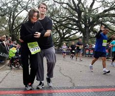 More triumphs of love. | The 37 Happiest Things You See While Running A Marathon