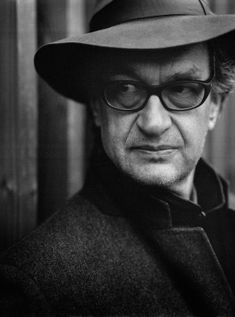 Wim Wenders Biografie: Drehbuchautor, Regisseur und Fotograf - Art On Screen - NEWS Edward Hopper, William Shakespeare, Cinema Video, Old Movie Stars, Film Review, Film Director, Filmmaking, Portrait Photography, Actresses