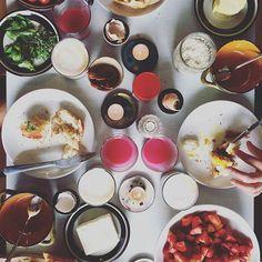 Sunday brunch with the girls. – – #yum #endometriosis #healthyfood #endofood #fodmap #fodmapdiet #endodiet #whatieat #fodmapfriendly #selfloveclub #bonappetit#f52grams #feedfeed#buzzfeedfood #theartofslowliving #myopenkitchen #livefolk #instafood #summer #strawberries #brunch #egg #marmite #home