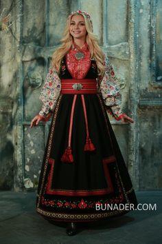 Folk Fashion, Winter Fashion, Folk Costume, Costumes, Norwegian Clothing, Scandinavian Fashion, Nordic Fashion, Crochet Top Outfit, Culture Clothing