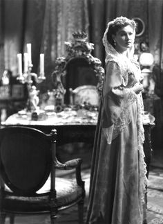 Vivien Leigh (probably in Anna Karenina). Victorian dressing gown.