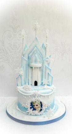 Ice castle - Cake by Samantha's Cake Design Torte Frozen, Frozen Castle Cake, Disney Frozen Cake, Frozen Theme Cake, Frozen Birthday Cake, Disney Cakes, 5th Birthday, Geek Birthday, Birthday Cakes