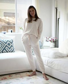 I'm a Homebody—These Are the Loungewear Pieces I Swear By It's cold out! Time to get cozy at home with these comfy and chic loungewear pieces. Lazy Day Outfits, Office Outfits, Spring Outfits, Chic Outfits, Loungewear Outfits, Loungewear Set, Lounge Outfit, Lounge Wear, Lounge Clothes