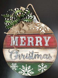 Christmas Wood Crafts, Farmhouse Christmas Decor, Christmas Bells, Rustic Christmas, Christmas Projects, Holiday Crafts, Christmas Holidays, Christmas Wreaths, Christmas Ornaments