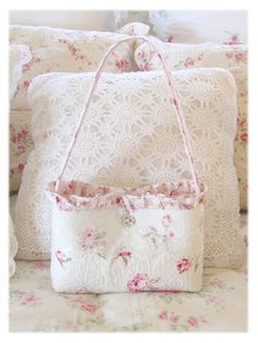 TB14 Quilted Roses & Rhinestone Button Tote  Love this one!