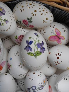 Make the best use of your creativity with these brilliant craft projects. Immediately try this Easy DIY Holiday Crafts! Egg Crafts, Easter Crafts, Egg Shell Art, Easter Wallpaper, Carved Eggs, Easter Egg Designs, Coloring Easter Eggs, Easter Tree, Egg Art