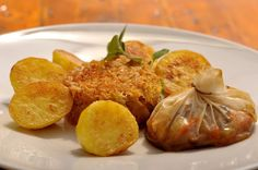 VegeGuláš: Krúpy s kyslou kapustou a kapsičkou plnenou tempeh. Tempeh, Baked Potato, Muffin, Potatoes, Baking, Breakfast, Ethnic Recipes, Food, Bread Making