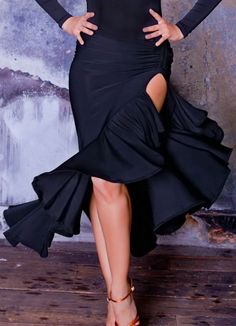 This is a dance skirt, but I love the way the ruffles are placed and show movement! Vesa_for_Chrisanne_Rouched_Frill_Latin_Dance_Skirt-b. Latin Ballroom Dresses, Ballroom Costumes, Ballroom Dance Dresses, Latin Dresses, Ballroom Dancing, Dance Costumes, Dance Fashion, Gypsy Fashion, Salsa Dress
