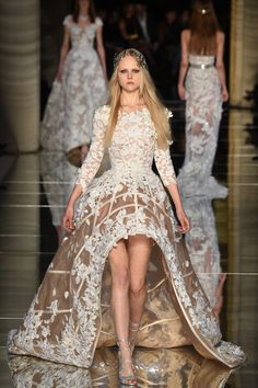The complete Zuhair Murad Spring 2016 Couture fashion show now on Vogue Runway. Haute Couture Style, Couture Mode, Spring Couture, Couture Fashion, Runway Fashion, Womens Fashion, Paris Fashion, Fashion Week, High Fashion