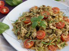 Monia miesza i gotuje: Makaron z pesto i kurczakiem Pesto, Pasta Salad, Chicken, Ethnic Recipes, Food, Crab Pasta Salad, Essen, Meals, Yemek