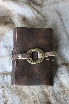 Fantistic brass ring closure Leather Notebook, Leather Journal, Homemade Books, Bookbinding Tutorial, Planners, Card Sentiments, Album Book, Handmade Journals, Journal Covers