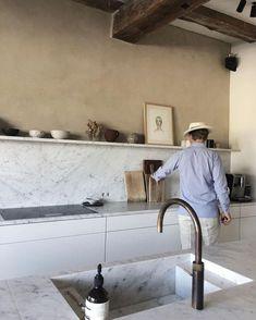 Home Interior Design Classic Kitchen, Cute Kitchen, Kitchen Dining, Kitchen Decor, Kitchen Ideas, Marbel Kitchen, Long Kitchen, Awesome Kitchen, Kitchen Layout