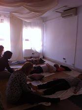 Realizo talleres de Reflexologia Podal para adultos, de dos horas de duracion cada uno, los grupos son reducidos para dar mejor las clases.