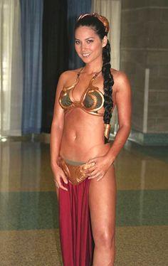 olivia-munn-leia-bikini-01.jpg
