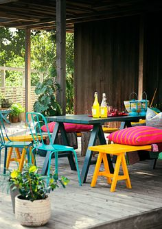 love this wooden deck in the backyard, love the colorful furniture, seats and bench Fire Pit Furniture, Outdoor Garden Furniture, Outdoor Decor, Bilbao, Townhouse Garden, Porch And Balcony, Outdoor Living Areas, Colorful Garden, Small Patio