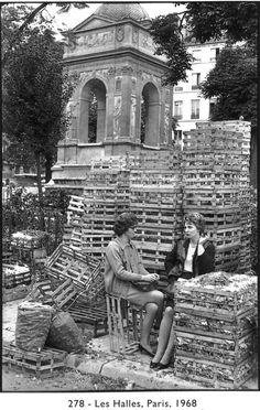 Les Halles, Paris, 1968  Henri Cartier-Bresson ❤❦♪♫  Les Petites femmes de Paris...