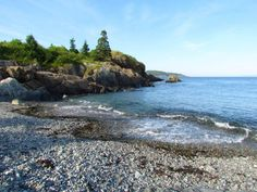 The coastal area also hides some wonderful pocket beaches.