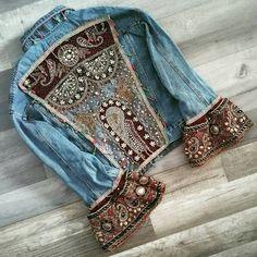 Embellished denim jacket Lehenga Vintage Jacke, The Men and Women's Clog i Denim Fashion, Boho Fashion, Fashion Outfits, Womens Fashion, Look Boho, Look Chic, Moda Hippie, Modelos Fashion, Estilo Hippie