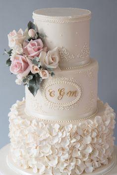 5 epic wedding cake trends of 2019 Wedding Cake Prices, Wedding Cake Designs, Cake For Wedding, Beautiful Wedding Cakes, Beautiful Cakes, Buttercream Wedding Cake, Engagement Cakes, Cake Trends, Wedding Cake Inspiration