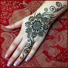 Latest Hand Mehndi Designs 2018 for Girls Henna Hand Designs, Mehndi Designs Finger, Arabic Henna Designs, Mehndi Designs For Beginners, Mehndi Designs For Fingers, Latest Mehndi Designs, Mehandi Designs, Henna Tattoo Hand, Hand Tattoos