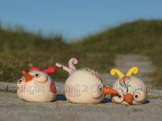 keramikk, småfugler av lavptemp.leire frihåndsdekorert med begittninger og glassur, se min facebookside https://www.facebook.com/ingas.kunst