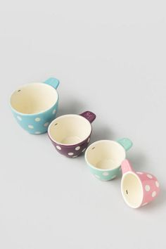 This set of 4 measuring cups nests neatly together in a pastel mix. These colorful measuring cups are useful, easy to store, and quite charming! Measure out 1/4 cup, 1/3 cup, 1/2 cup, and 1 cup.