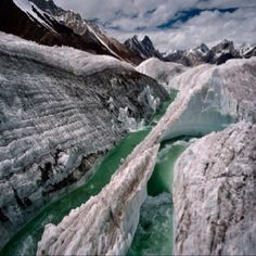 The Baltoro Glacier, at 62 kilometers long, is one of the longest glaciers outside the polar regions. It is located in Baltistan, in the Gilgit-Baltistan region of Pakistan, and runs through part of the Karakoram mountain range. Places To Travel, Places To See, Pakistan Travel, Pakistan Zindabad, Pakistan Tourism, Glacier, Winter Photos, Jolie Photo, Wonders Of The World