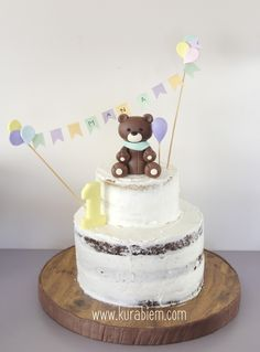 Bear cake , first birthday cake , naked cake , less is more , first birthday party
