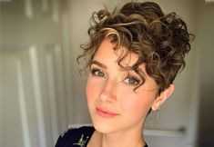 19 Cutest Curly Pixie Cut Ideas for Women with Short Curly Hair – Pixie Cut For Thick Hair - Perm Hair Styles Short Curly Pixie, Short Curly Hairstyles For Women, Haircuts For Curly Hair, Short Pixie Haircuts, Curly Hair Cuts, Short Hair Cuts, Curly Hair Styles, Cut Hairstyles, Girls With Curly Hair