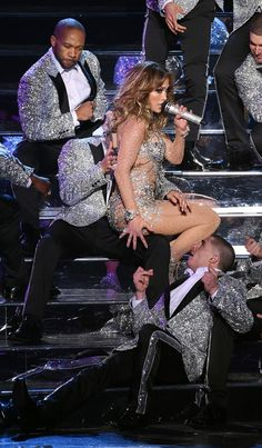 """LAS VEGAS, NV - JANUARY 20: Singer/actress Jennifer Lopez performs with dancers during the launch of her residency """"JENNIFER LOPEZ: ALL I HAVE"""" at The Axis at Planet Hollywood Resort & Casino on January 20, 2016 in Las Vegas, Nevada. (Photo by Ethan Mi (Foto: Getty Images)"""