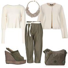 Maglia e giacchino avorio abbinati ad un pantalone morbido e corto al  polpaccio color verde militare 0b5b9f4d451
