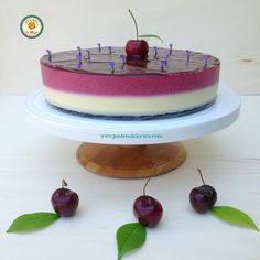 Tarta de cerezas y chocolate blanco sin horno. No bake cherry and white chocolate tart.