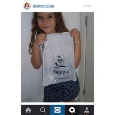 A atriz mirim Duda Wedling, que faz o papel da Dóris na novela Cumplice de um Resgate no SBT adorou o presente!  #sbt #cumplicedeumresgate @dudawendling #elausarepipiu  www.repipiu.com.br      @repipiubaby !  #bebê #criança #modainfantil #baby #kids #adorable #cute #babystyle #fashion #fashionkids #look #lookinho #lookdodia #forgirls #bags #babywearing #babywear #kidsfashion #almofadas #babadores #promocao #userepipiu #todosusamrepipiu