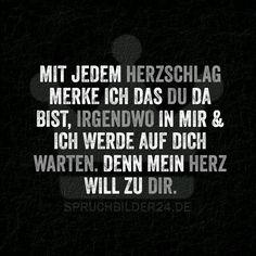 Mit jedem Herzschlag merke ich das du da bist, irgendwo in mir und ich werde auf dich warten. Denn mein Herz will zu dir. ~ Spruchbilder24.de - Die besten Sprüche und Zitate als Bilder!