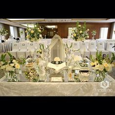Modern mirrored-top design Sofreh Chic Instagram @Sofreh Aghd by Sofreh Chic www.sofrehchic.com Persian wedding sofreh aghd  Houston, TX  The Westin, Galleria