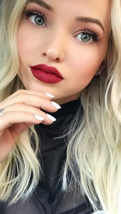 Dove Cameron ~ make me immortal with a kiss. Dove And Thomas, Dove Cameron Style, Disney Actresses, Actrices Sexy, Cameron Boyce, Celebs, Celebrities, Pretty Face, Hair And Nails
