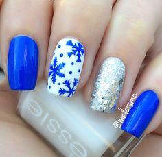 ️Snowflake nails by Instagram user melcisme