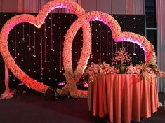 Mesmerize your guests with the charm of these engagement stage decorations ideas. Discover about the latest Engagement Stage Decoration Ideas with this post. Engagement Stage Decoration, Wedding Stage Design, Wedding Reception Backdrop, Marriage Decoration, Wedding Entrance, Wedding Mandap, Indian Wedding Stage, Wedding Receptions, Wedding Table