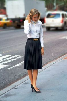 The Classy Cubicle: Coated Pleats and Collar Tips with Oxford shirt, stacked rings, circle jewelry collar pins tips. Office Fashion, Work Fashion, Workwear Fashion, Fashion Blogs, Corporate Fashion Office Chic, Dress Fashion, Stylish Office, Classy Fashion, Steampunk Fashion