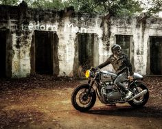 Awesome Triumph Cafe Racer! #motorcycles #caferacer #motos   caferacerpasion.com