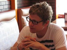 2 things...1) Not usually one for the blondies, but man, I love me some Matt Czuchry. 2) WHY doesn't he wear his glasses more often?!