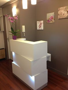 Beauty salon reception furniture love the lighting in this stacked reception desk reception desks featuring interesting Nail Salon Decor, Hair Salon Interior, Beauty Salon Decor, Salon Interior Design, Home Salon, Beauty Salon Design, Beauty Salons, Salons Decor, Nail Salon Design