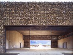 Winery Gabion was designed by the Swiss architects, Herzog and de Meuron. Best known for the Tate Modern in London.