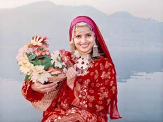 Cheap and Best Tour Packages to Kashmir have awesome inclusions in it – Great Accommodation, Adorable sightseeing conveniences, Transportation facilities to nearby hill stations and all those amenities which can make your holiday experience memorable. Wedding Caricature, Costumes Around The World, Amazing India, Gilgit Baltistan, States Of India, Ethnic Looks, Honeymoon Packages, Srinagar, Mehandi Designs