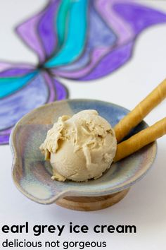The Grand Marnier in this earl grey ice cream makes the ice cream a little more orange-y, but also keeps the ice cream softer and creamier! Strawberry Compote, Strawberry Sauce, Strawberry Cakes, No Churn Ice Cream, Ice Cream Maker, Trim Healthy Recipes, Sweet Recipes, Delicious Recipes, Ice Cream Toppings