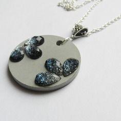 Elegant collier en béton et strass