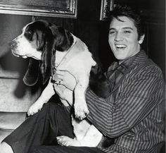 Elvis Presley, 1957. Hollywood Dogs http://www.loeildelaphotographie.com/2013/10/hollywood-dogsphotographs-from-the-john-kobal-foundation/